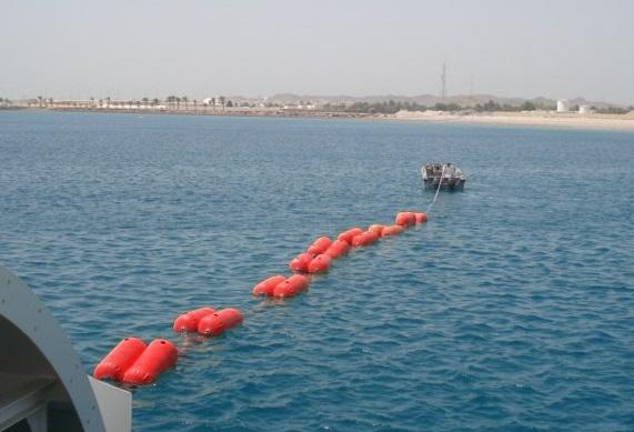 Leiding drijvers op zee